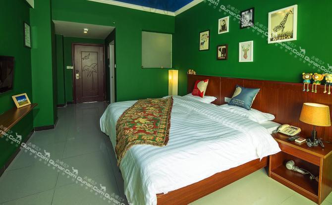 三亚湾自由随心海岸客栈拥有7种主题风格房间,个性独特,装潢别具创意.