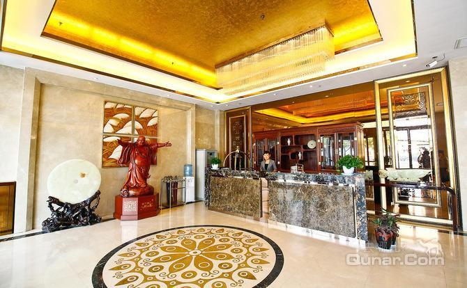七喜餐厅拥有装修别致,风格迥异的豪华包间8个,其中一个可以容纳20人