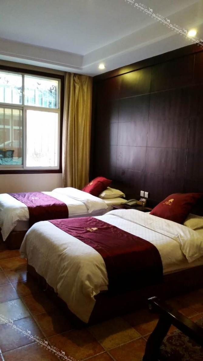 酒店楼高5层,拥有欧式风格的豪华客房96间
