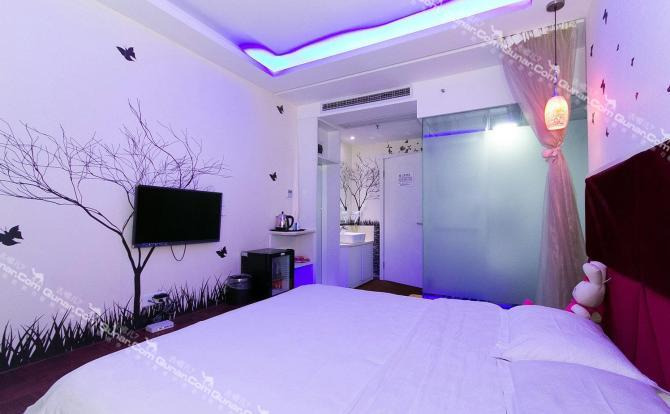 房间配置高档,风格新奇,是一家集创意,设计,装饰,为一体的主题概念图片