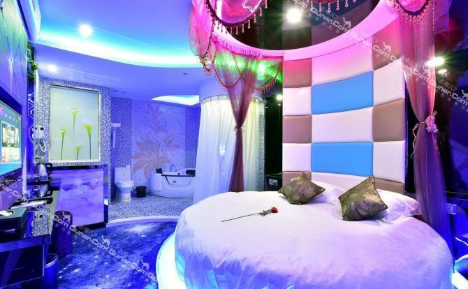 大气而奔放,内设水床房,电动床,圆床房,标准房,大床房等多种房型,酒店