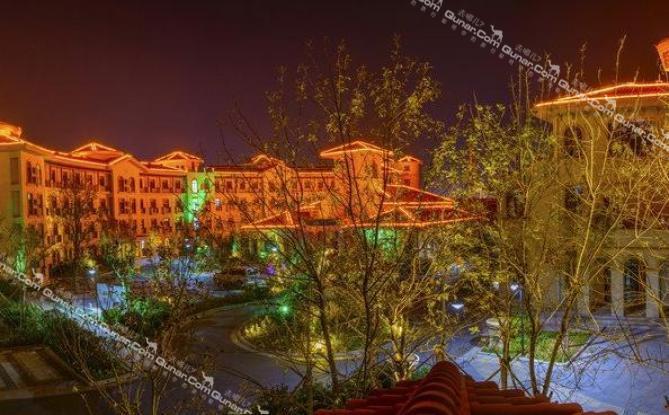 荣成九龙晟大酒店是简欧式建筑风格的旅游休闲度假