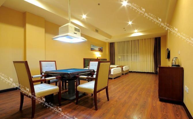 韩式汗蒸,坐浴,泡浴,木桶浴等,是人们休闲洗浴的好去处;现有96间客房