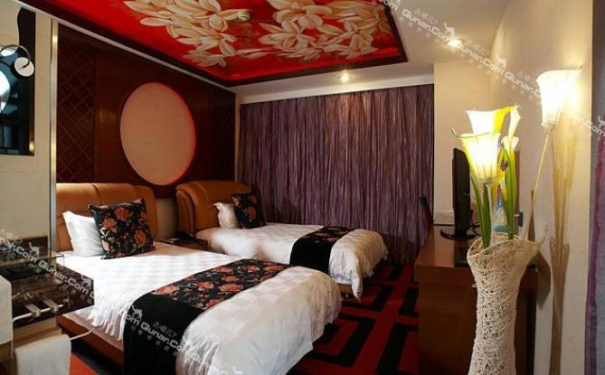 蝶尚精品酒店,墙体个性手绘画风,为客户不同需求而打造的各类主题客房