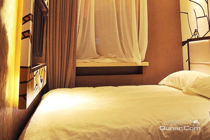 【中央大街,索菲亚教堂,松花江畔】哈尔滨维景假日酒店(手绘大床房)