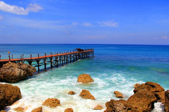 蜜月湾沙滩俱乐部 (玻璃底船+面包喂鱼+海 参观【黄金咖啡】(约45分钟
