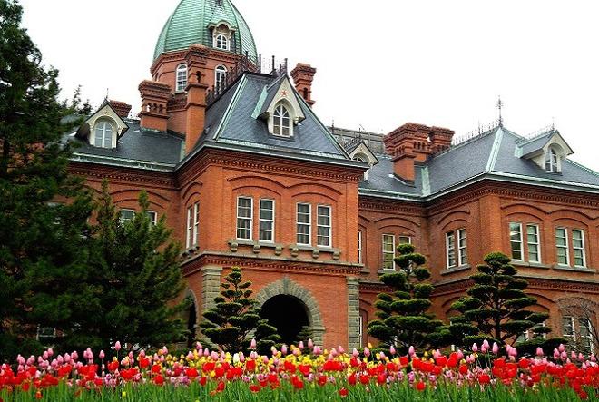 参观【 水晶音乐城】音乐城外观呈欧式建筑风格,店里陈列超过3,000种