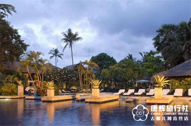 城堡别墅+私人沙滩酒店!