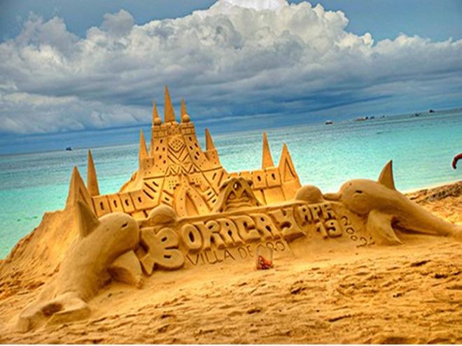 傍晚时分来到长滩岛的标志性沙雕,并可亲自来个沙滩堆沙,堆城堡发挥您