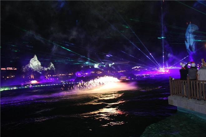 激光,灯光效果,烟花,花式喷泉,视频特效,水上飞人等元素的