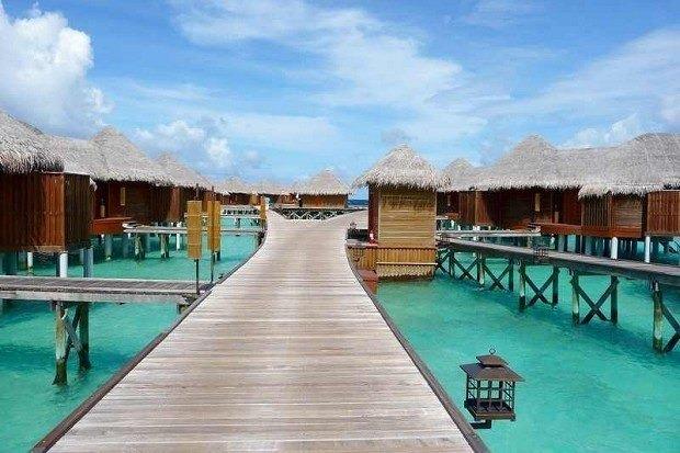 57间露台和私人游泳池的水上别墅(100平方米)