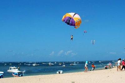面向大海气球头像