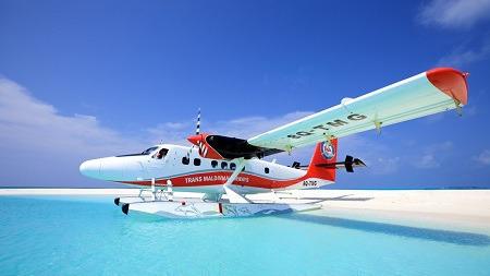 飞机的飞行高度,刚好可以将马尔代夫尽收眼底,这时您的眼睛里只有碧