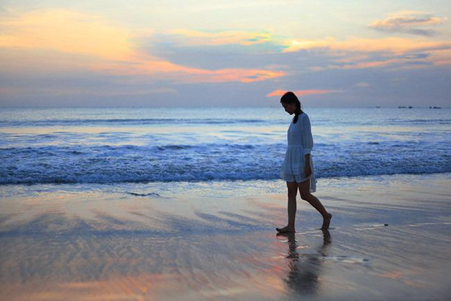 午后自由观赏当地特色【金巴兰海滩】巴厘岛著名的世界十大落日美景之