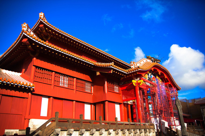 首里城/スイグスク sui gusuku)是位于琉球群岛的冲绳岛内南部,那霸