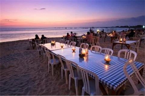 金巴兰海滩观日落