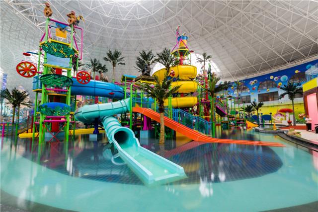 室內水上游樂休閑為主題室內水上樂園包含了大喇叭