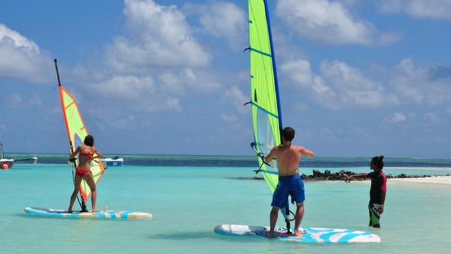 娱乐活动 entertainment activities ◆      划独木舟,双体帆船