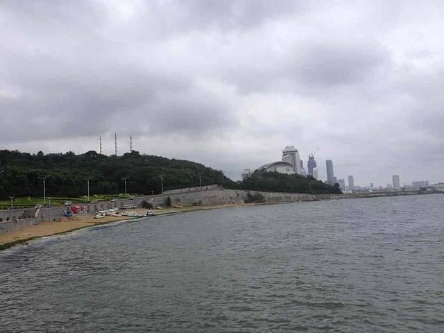 月牙湾是长岛北线的景点,从蓬莱码头可以坐船到长岛,船票30.