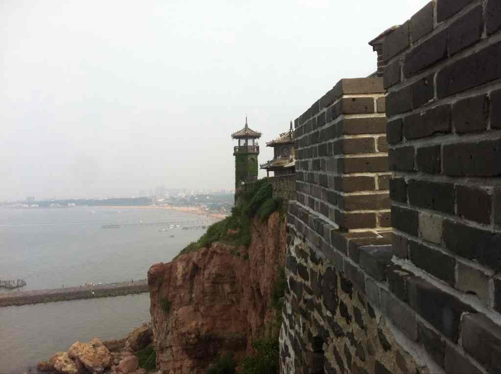 一楼为古代船舶陈列厅,陈列5000年前独木舟,东汉斗舰,隋代龙舟,唐代游
