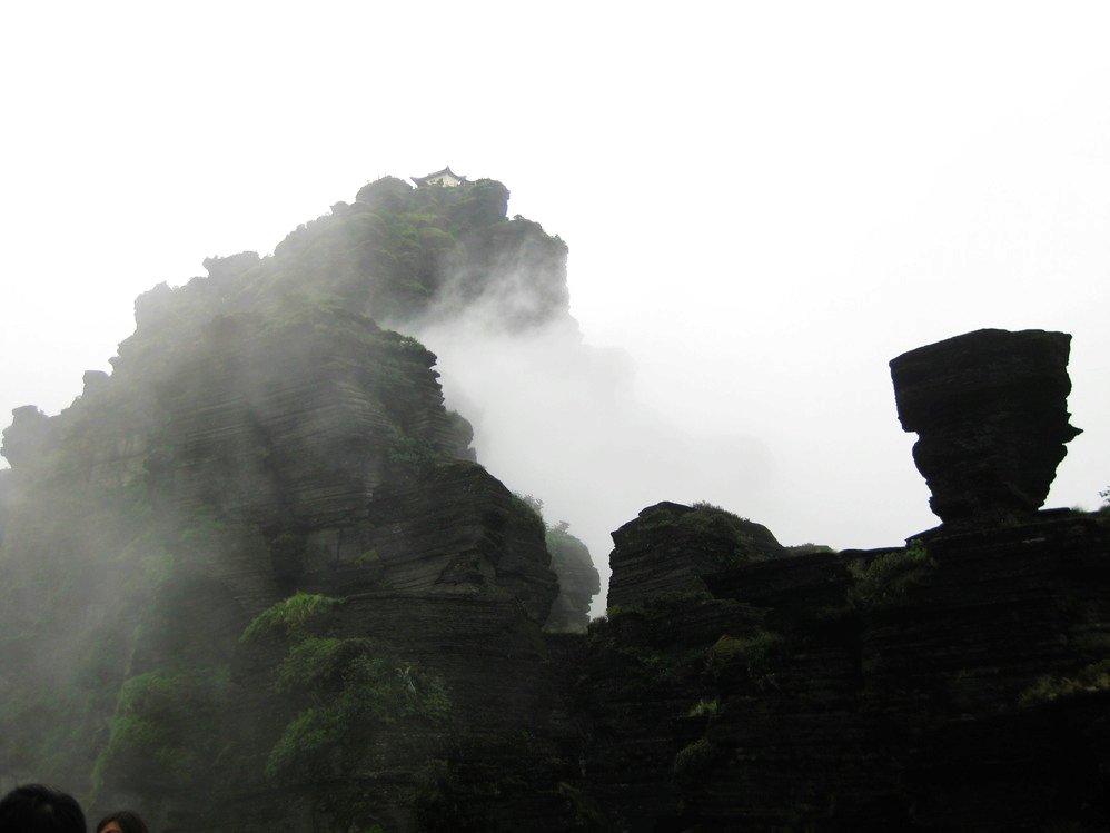 2014-10-11 10:47小田木 众峰就在脚下,一片片绿山,一片片白云,一.