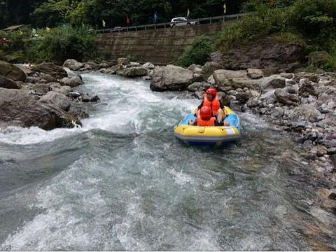 西岭峡谷漂流旅游景点图片