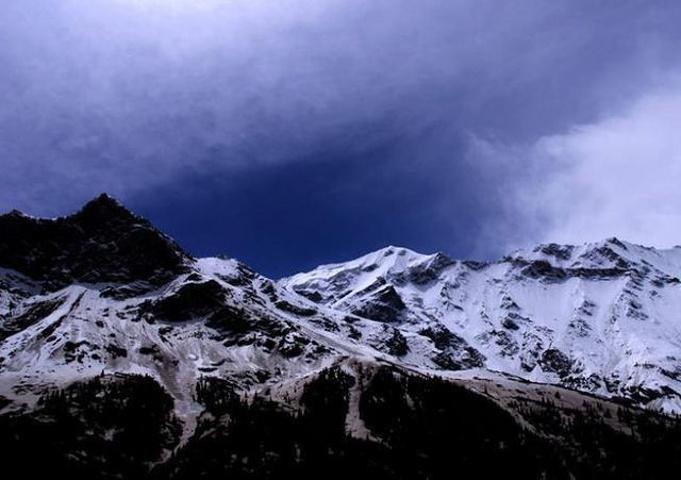 """""""一抬头便看到雄伟壮观的皑皑雪峰、冰川和冰川瀑布近在身边_奥依塔克风景区""""的评论图片"""