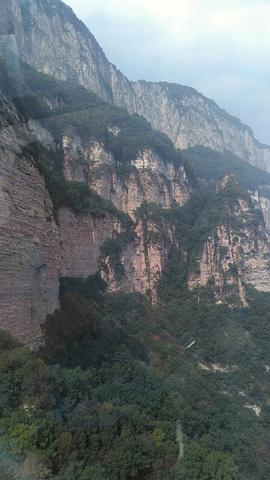"""""""能够看出太行山的雄伟,特别是乘坐索道,更能看出气势!岩石也很有特色,据说是国内三大旅游砂岩之一_嶂石岩""""的评论图片"""