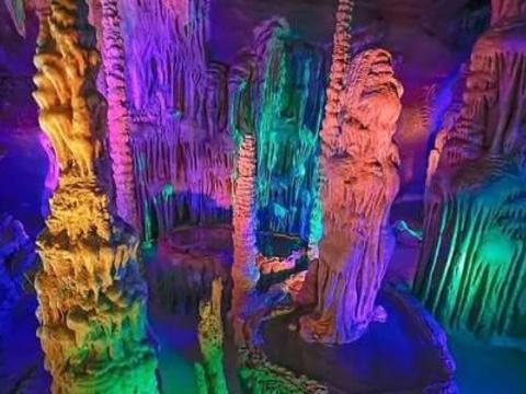 萤火虫水洞旅游景点图片