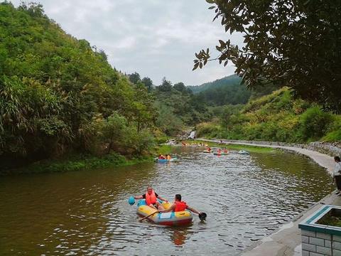 天景山大峡谷漂流旅游景点图片