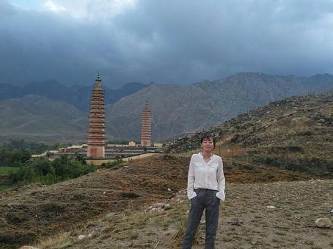 拜寺口双塔旅游景点图片