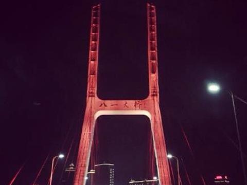 新八一大桥旅游景点图片