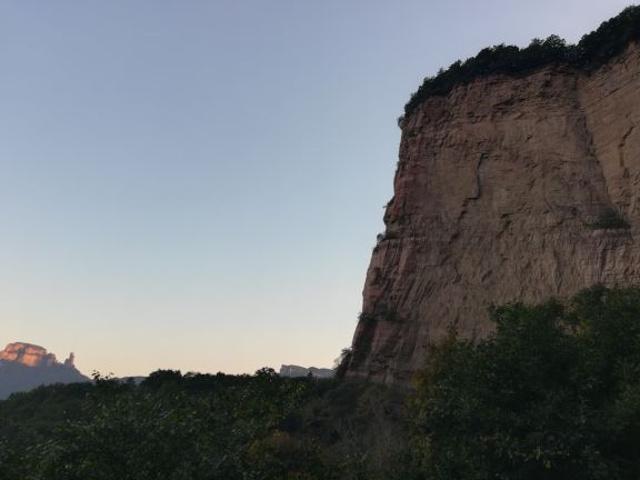 """""""不过美景在眼,动力十足。嶂石岩,地貌独特,风景幽奇。但见巉岩峭壁,怪奇险峻。打算在此住两宿,游赏风景_嶂石岩""""的评论图片"""
