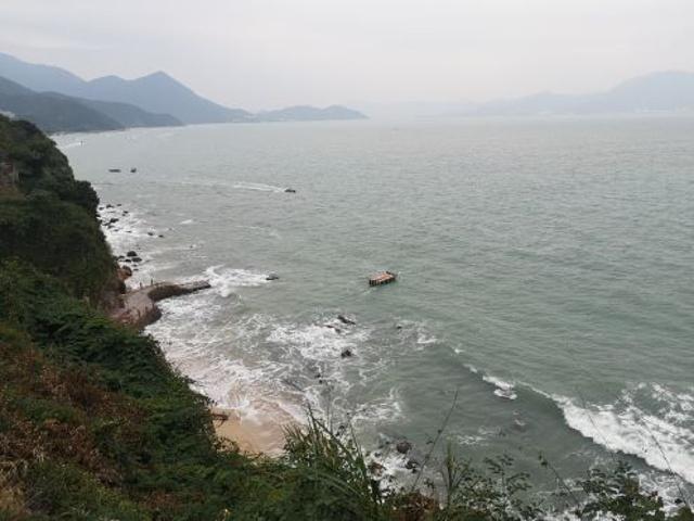 """""""今天一日游最美的景色当属周星驰的电影《美人鱼》拍摄地—杨梅坑。悬崖海浪海滩非常独特。整体好评~_杨梅坑""""的评论图片"""