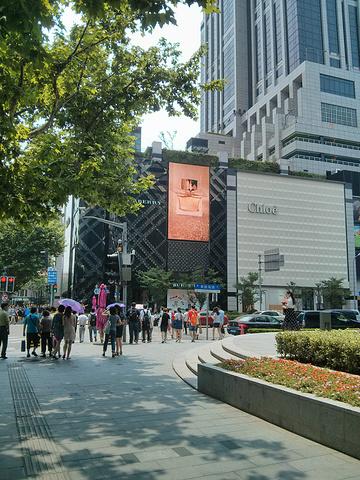 """""""很有特色的建筑,在淮海路上,地铁1号线黄陂南路站马路对面就是,公交518路终点站也在边上或者地..._K11购物艺术中心""""的评论图片"""
