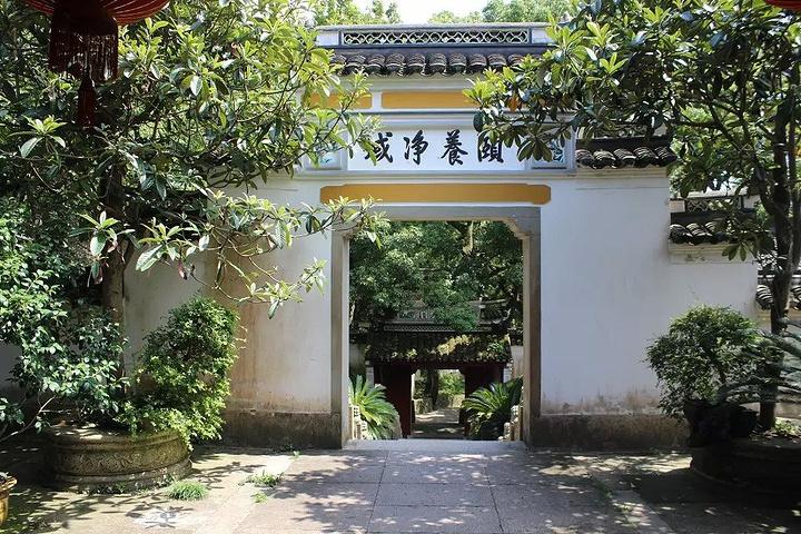 """""""...的人很多,但是这里的环境却很好,有放生池,一路的风景都很美,空气很清新,诗情画意,非常喜欢这里_普济禅寺""""的评论图片"""
