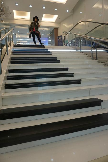 钢琴阶梯图片