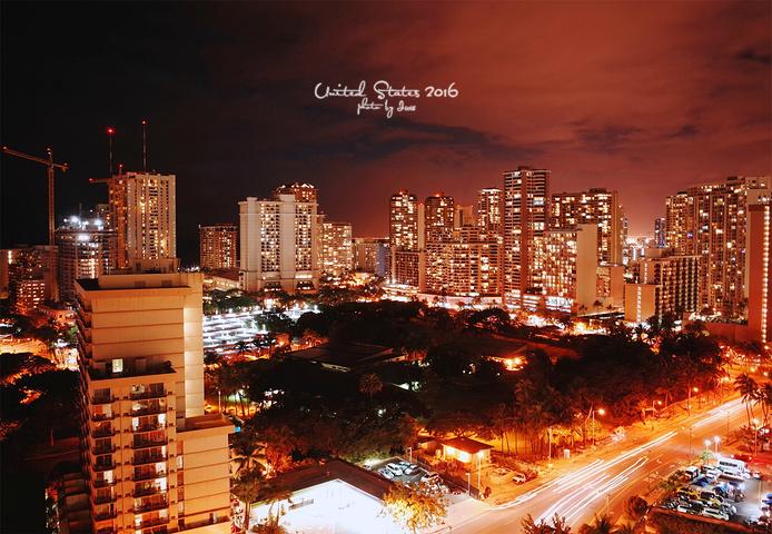 """""""回到酒店,看一下外面的夜景,明天就离开夏威夷了,有一点点不舍_威基基海滩大道""""的评论图片"""