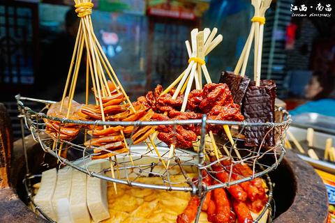 绳金塔美食街的图片