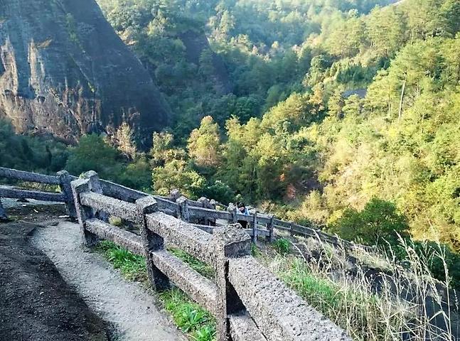 """""""你可以站在挨着定命桥的观景台看风景,这里是虎啸岩的最佳观景的地方。我想这是虎啸岩景区内最大的景点了_虎啸岩""""的评论图片"""