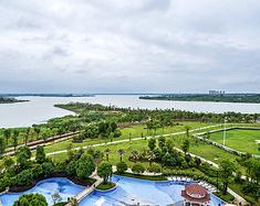 红莲湖畔,以浪漫的名义感受奢华
