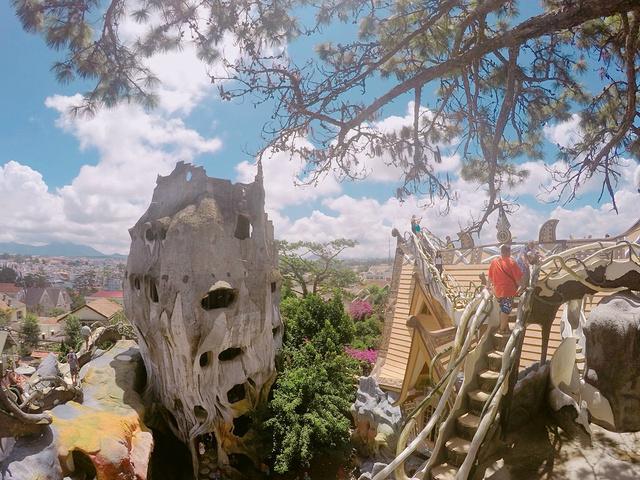 谷瑞灵的情妇图片欣赏_2020...扭八的结构,通过各形树洞穿梭在里面,木桩阶梯陡而小 ...