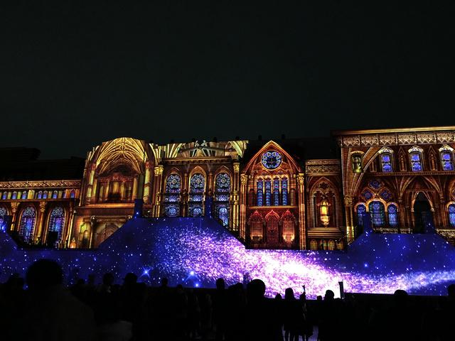 """""""...过搭台布置还是超美的,还有大大的圣诞树,真的像个梦幻的城堡,第一次玩环球影城还是觉得超级好玩的_日本环球影城""""的评论图片"""