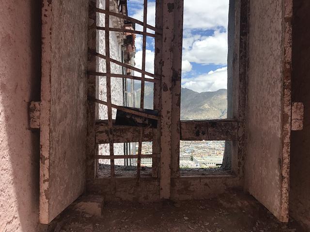 """""""...(据说源于桑珠孜宗堡)中华民族古建筑的精华之作,是第五套人民币50元纸币背面的风景图案[1] _布达拉宫""""的评论图片"""