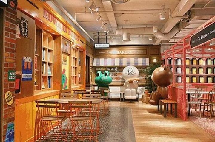 """""""sally小鸭子也非常可爱,经常都看到朋友圈带着Sally到处旅游的_Line Friends Café & Store""""的评论图片"""