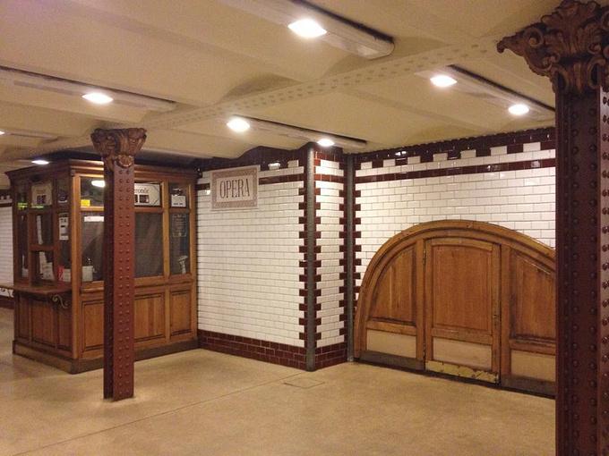 Opera地铁站图片