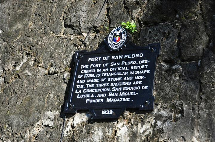 """""""公园内还有纪念黎牙实比的纪念碑。圣比罗堡,就在沿海的岸边,现在外围是一座公园。日军统治期间改成集中营_圣佩特罗堡""""的评论图片"""