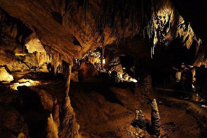 昂村溶洞图片