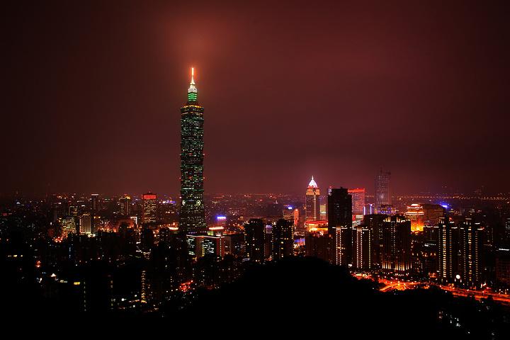 2018往上走个一两分钟,就可以走到最高的观景台,可以俯瞰台北夜景,已经无论如何也无法忽视的101大楼 台北象山评论 去哪儿攻略社区图片