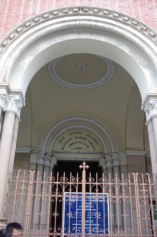 """""""...明中央邮局的旁边,非常醒目的标志性建筑物,一看圣母塑像在教堂前面立着,就能知道这是天主教教堂了_西贡圣母大教堂""""的评论图片"""